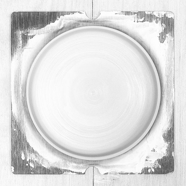 小ぶりな銅鑼鉢(どらばち)を成形した写真