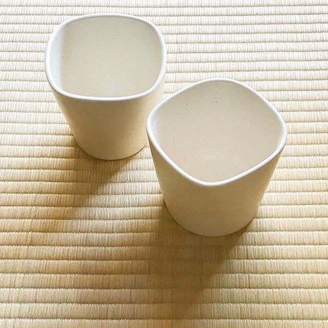 四角いようで丸いカップの写真