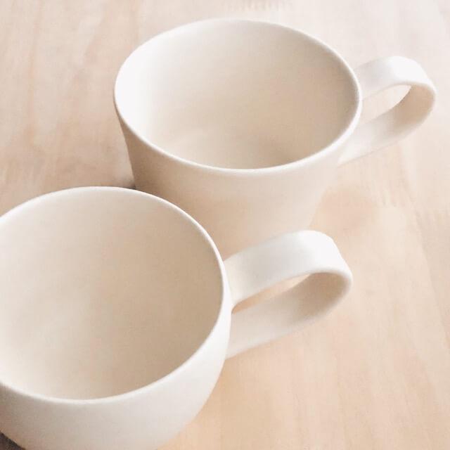 持ち手にヒビが入ったカップの全体像
