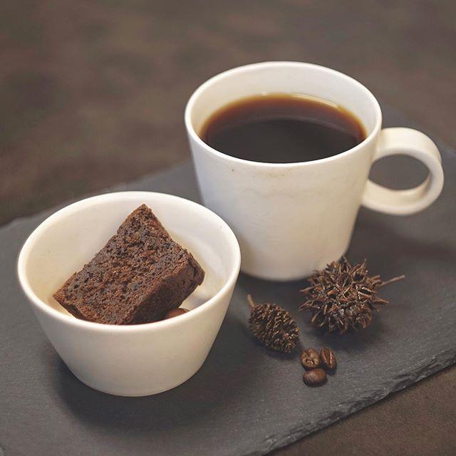 コーヒーカップとミニボウルの写真