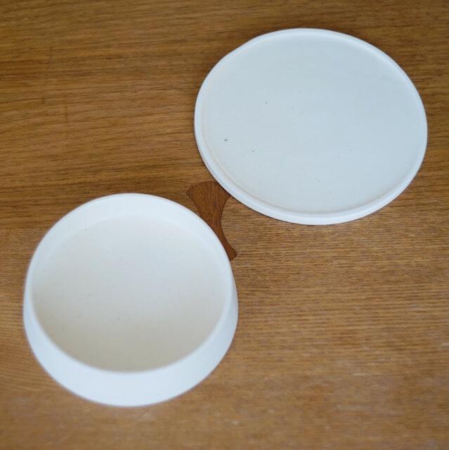 銅鑼鉢と平皿の写真