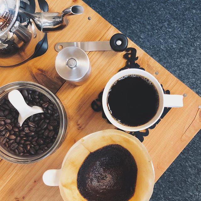 ハンドドリップでコーヒーを淹れた様子