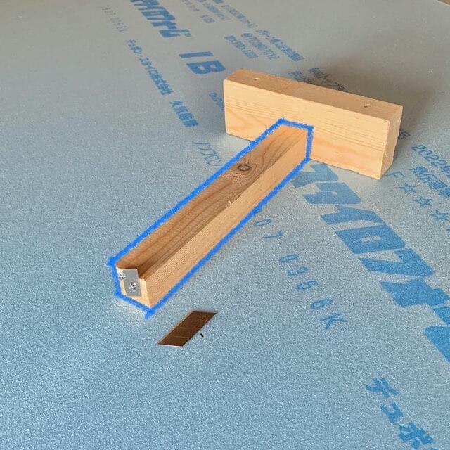 自作した断熱材を同じ幅でカットするための簡単な道具