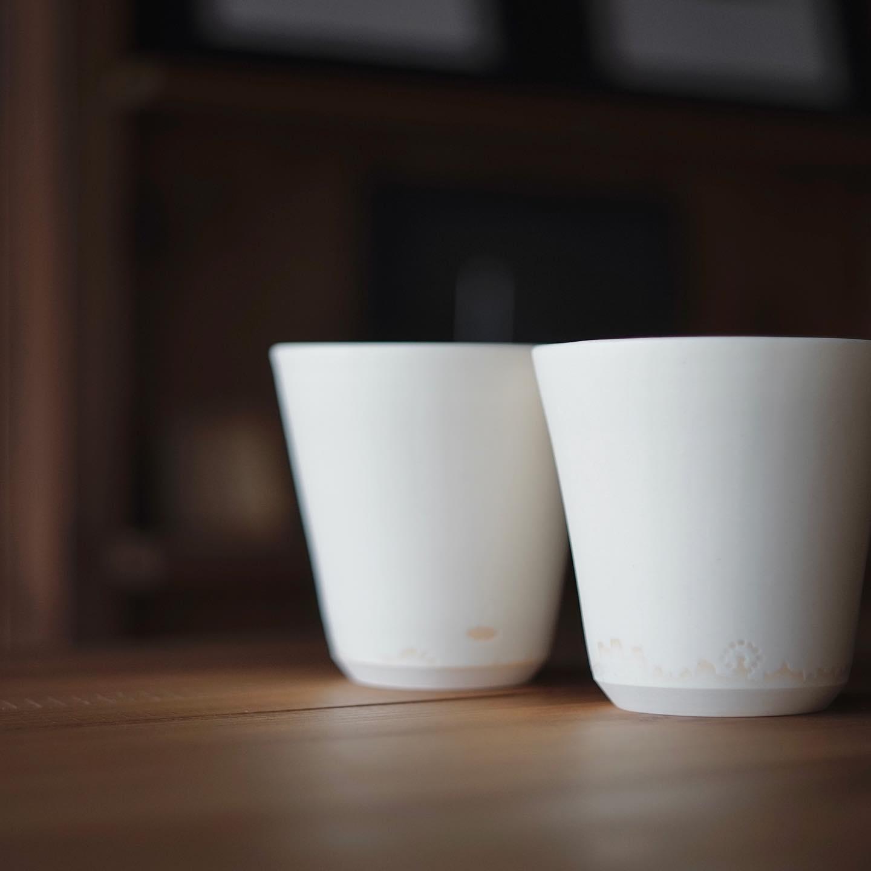 側面に釉薬で街並みを表現したフリーカップ